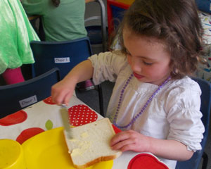 girl_buttering-bread